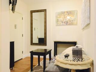 Furnished 5-Bedroom Apartment at Leland Ave & Archer St Bronx, Woodford