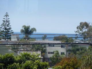 Furnished 1-Bedroom Duplex at 6th St & Bay St Santa Monica, Santa Mônica