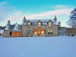 Drumuillie Grange - Sauna, Wood Burning Stoves, Mountain Views & Dog Friendly, Boat of Garten