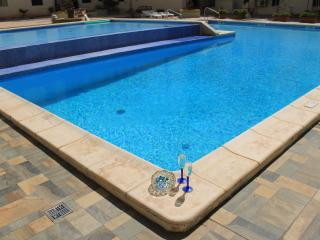 A New Stunning Modern Home communal Pool free Wifi, Bugibba