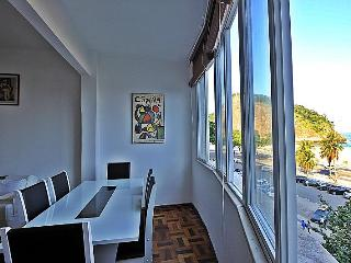 Comfortable apartment with 3 bedrooms in Copacabana,  with sea view Rio de Janeiro. T016