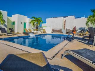 Fantastic Condo and Great Beach Area in N. Playa, Playa del Carmen