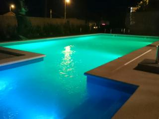 Apartment with pool 100 m from the beach, Podstrana