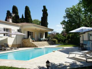 luxury villa with swimming pool on 2500 m2 land, Cabris