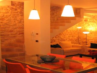 JATTA-Lovely stone house in medieval village Conversano