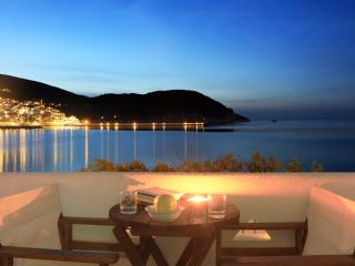 Seafront Family Apartment with Spectacular Views, Skopelos Town