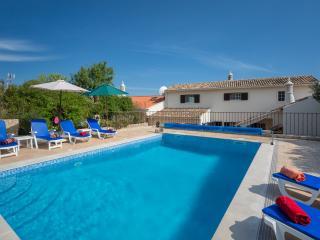 3 bedroom villa - Sleeps up to 8 - Private Pool