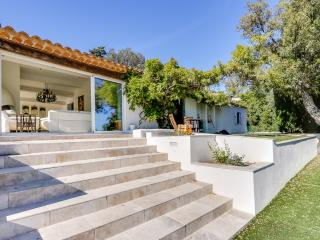 Nice villa close to the beach, Grimaud