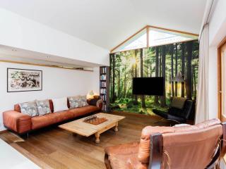 Veeve - Leafy Lodge