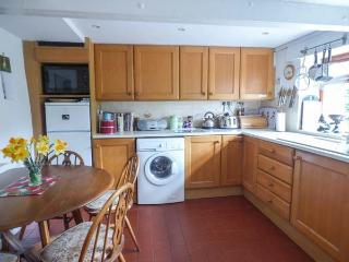 PLASAUDUON, pet friendly, WiFi, character holiday cottage, with a garden in Bishops Castle, Ref 4013