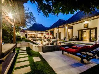 2 Bedrooms - Villa Kebun - Central Seminyak