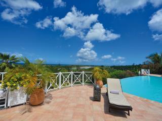 LA JOSEPHINE... Great 7 BR Family Villa... Huge Pool with Gazebo & Outdoor Entertainment Area!, Terres-Basses