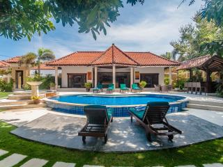 2 Bedrooms - Villa Ginger - Central Seminyak