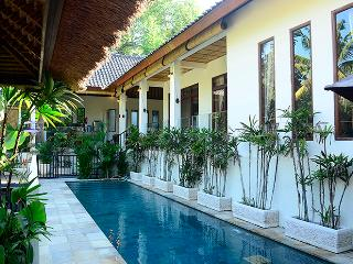 Villa Indah - Magical valley views and privacy