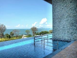 Beachfront Luxury Condo 22nd Floor Amazing Views, Jomtien Beach