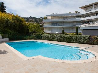 Sea view, pool, beach at 200m,  Cannes and Juan les Pins at 5 min, free WiFi