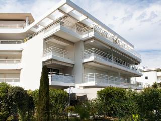 Sea view, pool, beach at 200m,  Cannes and Juan les Pins at 5 min, free WiFi