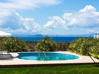 Villa Aliki, Seafront Villa!, Akrotiri
