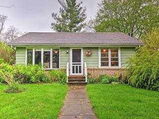 """The Peachtree Cottage"" Charming 3BR New Buffalo Cottage w/Large Yard, Private"