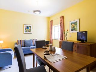 Serviced Apartment with free use of Pool Gym & Spa, Qawra