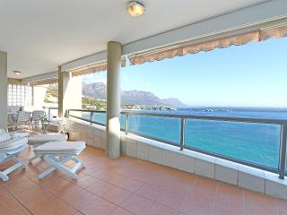 Clifton Athena - Spacious beachside apartment
