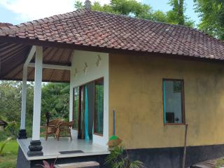 Bali Bungalow 3 with sea view, ac and restaurant, Seraya