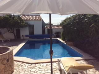 Wonderful 6 bed house. Private pool. Near beach.