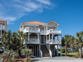 5BR OceanView - game room & bikes!! Walk to town!, Ocean Isle Beach