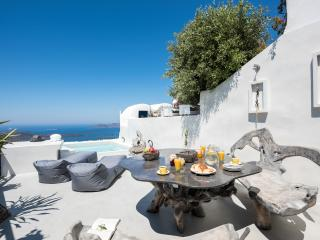 Stilvi Suite With Outdoor Jacuzzi For 4!, Santorini