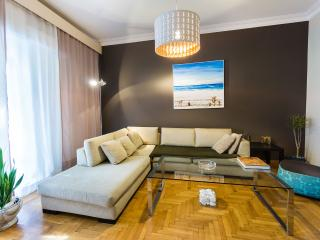 LUX central apt at Kolonaki area!, Atenas