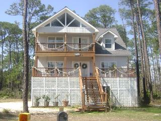 """Pelican Post"" 4 Bedroom, 3 Bath. Sleeps 14! Pet Friendly - Over the Dune!, Dauphin Island"