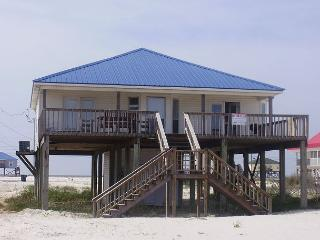 """Sunset Beach"" 2 Bedroom, 2 Bath, Sleeps 6 - On the Bay, Great Views & Deck!, Dauphin Island"