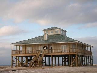"""Set Sail"" 4 Bedrooms, 2.5 Baths, Sleeps 10, Pet Friendly! Private Beach!, Dauphin Island"