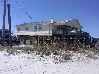 'Little Grand Hotel' 3 Bedroom, 2 Bath, Sleeps 6. Private Beach! On the Bay!, Dauphin Island