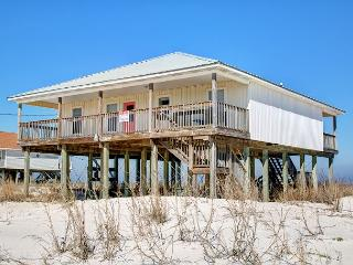 """Beachy Keen"" 4 Bedrooms/2 Baths, Sleeps 10! Two Large Decks! On the Sound!, Dauphin Island"