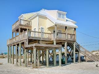 """Island Escape"" - 5 Bedroom, 3.5 Bath - Sleeps 14 - Pet Friendly Great Views!, Dauphin Island"