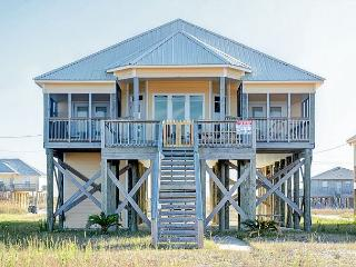 'Sun Chase' on Mobile Bay | Pet-Friendly | Great Views from Deck!, Dauphin Island