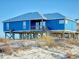 """Sandy Shores"" 4 bedroom 3 bath, Sleeps 12, Pet friendly, Steps from Beach!, Dauphin Island"