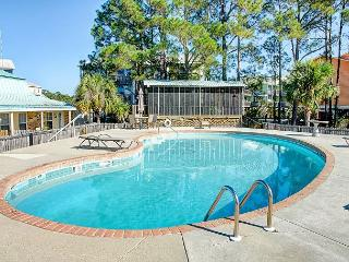 'Surf Club Unit B-9' Lovely Views of Gulf | Pool Access | Boardwalk to Beach!, Dauphin Island