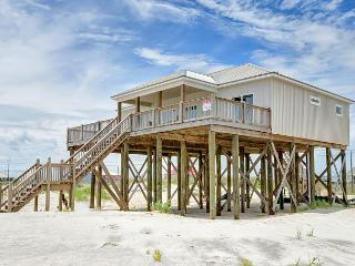 """Southern Shores"" 4 Bedroom, 2 Bath, Sleeps 10, On the Gulf, Pet Friendly!, Dauphin Island"