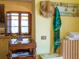 Romantic Cottage for 2 in Tuscany Hills, Donnini