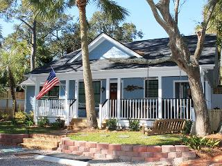 #707 2nd Avenue - Quiet and Secluded with Large Porches - Private Pool - FREE WiFi, Tybee Island