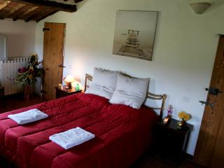 Casolare in campagna vicino siena - Red Bedroom, Orgia