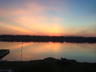 Lakeside Getaway, Lake Villa