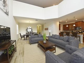 Beautiful 5 Bedroom Pool Home at Solterra Resort, Orlando