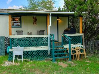 Secluded 3/2 manufactured home! Wildlife everywhere! Close to the River!