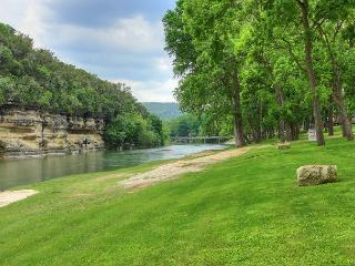 Brand New Listing! Amazing 3/2 Condo on the Guadalupe River sleeps 8!