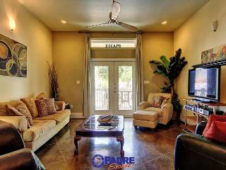 Beautiful Poolside 2/2.5 Townhouse with Luxurious Upgrades!, Corpus Christi