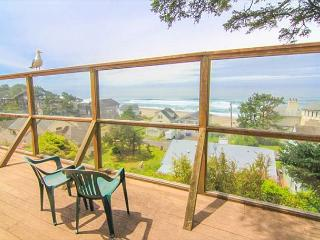 Classic Oregon Cottage with Fireplace Near Siletz Bay is Cozy Retreat, Lincoln City