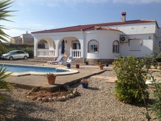Luxury Villa, Montroy
